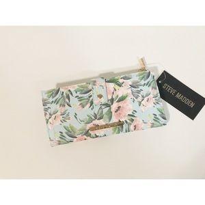 🌸New Steve Madden Floral Bi Fold wallet